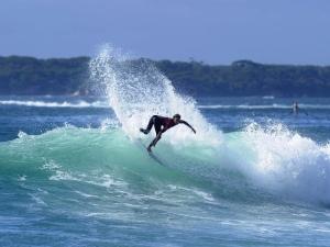 Brett surfing